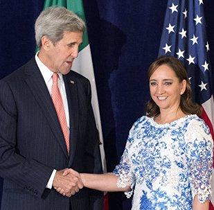 Secretario de Estado de EEUU John Kerry y canciller de México Claudia Ruiz Massieu