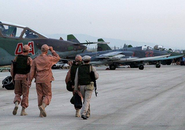 Grupo aéreo ruso en el aeródromo sirio de Hmeymim