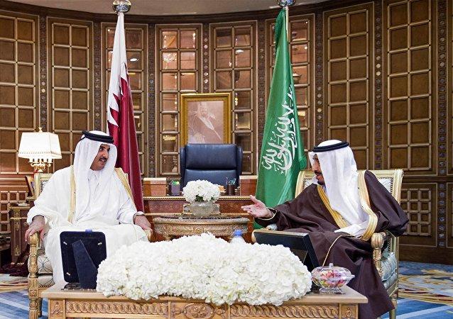 Emir de Catar Tamim Bin Hamad Al Zani y rey de Arabia Saudí, Salmán bin Abdulaziz Al Saúd