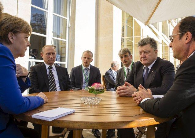 Angela Merkel, Vladímir Putin, Petró Poroshenko y Francois Hollande durante la cumbre del Cuarteto de Normandía (archivo)