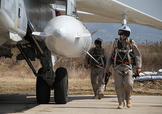 Pilotos rusos en la base aérea Hmeimim de Siria