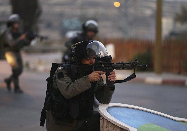 Las fuerzas israelíes arrestan a presuntos asesinos de pareja de colonos israelíes