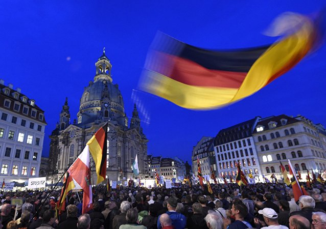 Manifestación convocada por Pegida en Dresde, el 5 de octubre, 2015