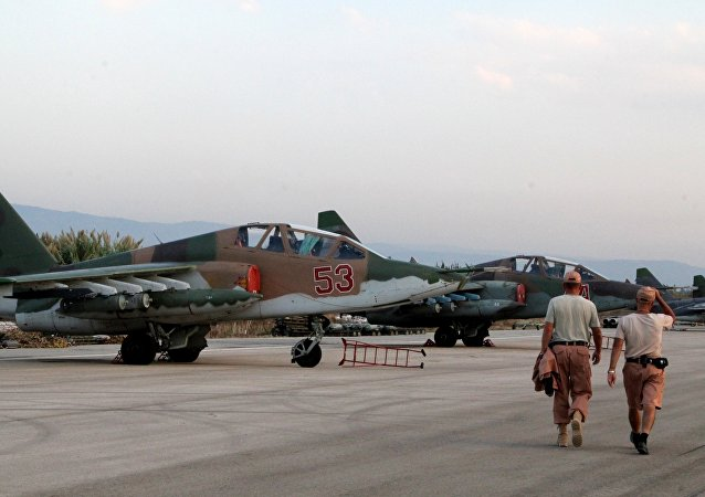 Aviónes Su-25 rusos en el aeródromo de Hmeymim en Siria (archivo)