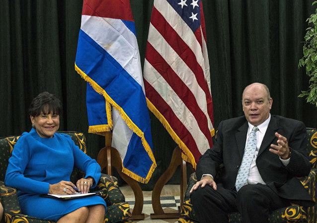 El ministro de Comercio de Cuba, Rodrigo Malmierca, y la ministra de Comercio de EEUU, Penny Pritzker