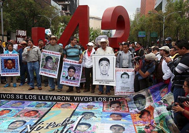 Los padres de los estudiantes desaparecidos durante las protestas (archivo)