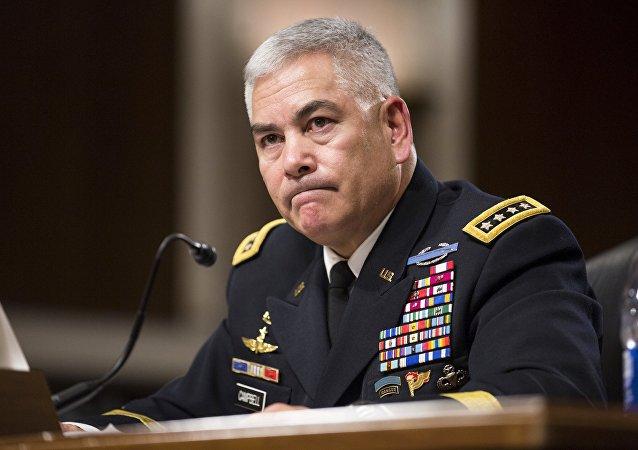 John Campbell, jefe de la misión de la OTAN en Afganistán