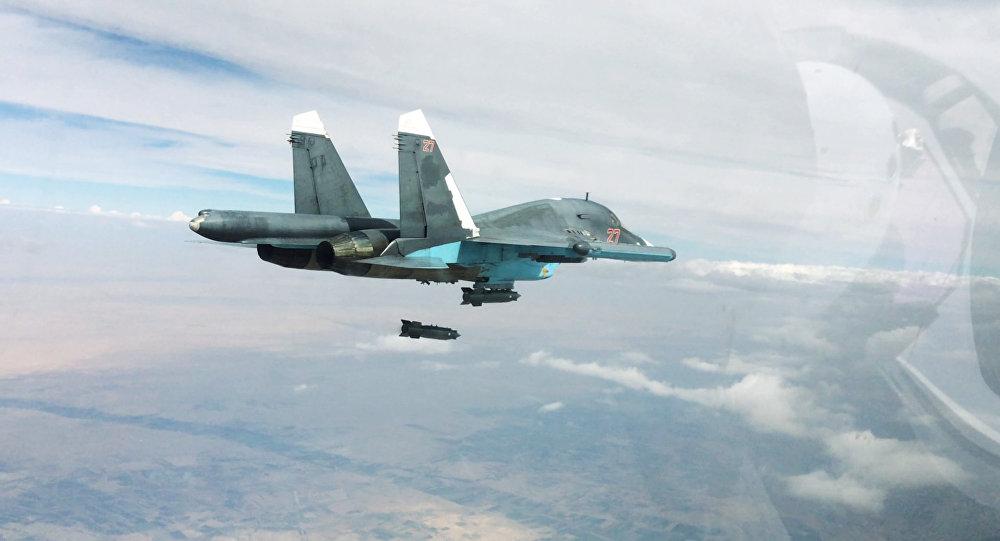 Bombardero táctico Su-34 durante una operación aérea (archivo)
