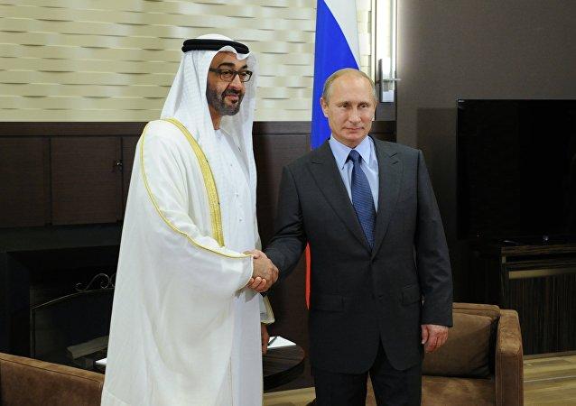 El presidente ruso, Vladímir Putin, y Mohamed bin Zayed al Nahyan, príncipe heredero de Abu Dabi (archivo)