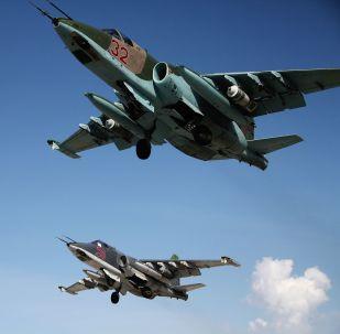 Cazabombarderos rusos Su-25 despegan desde la base aérea de Hmeimim