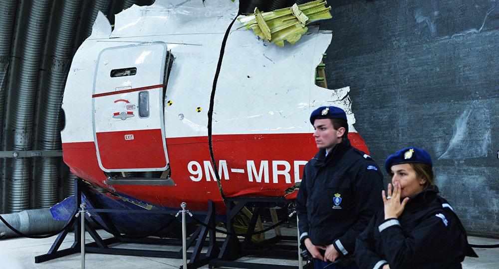 Parte del avión MH17 derribado en el este de Ucrania