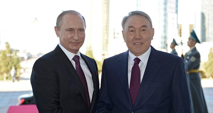 El presidente de Rusia, Vladímir Putin y el presidente de Kazajistán, Nursultán Nazarbáev (archivo)