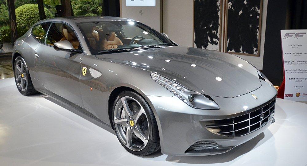 Un Ferrari FF de color gris plateado (archivo)