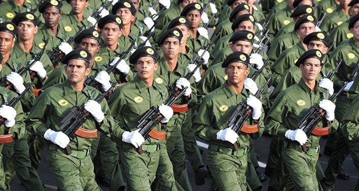 Fuerzas especiales cubanos marchan en La Habana