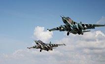 Cazas rusos Su-25 despegan de la base aérea Hmeimim en Siria