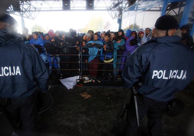 Refugiados en la frontera entre Eslovenia y Croacia (archivo)