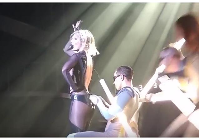 Britney Spears lo da todo sobre el escenario