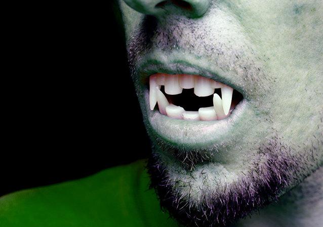 Familia de satanistas de Rusia no dará nombre de vampiro a su segundo hijo