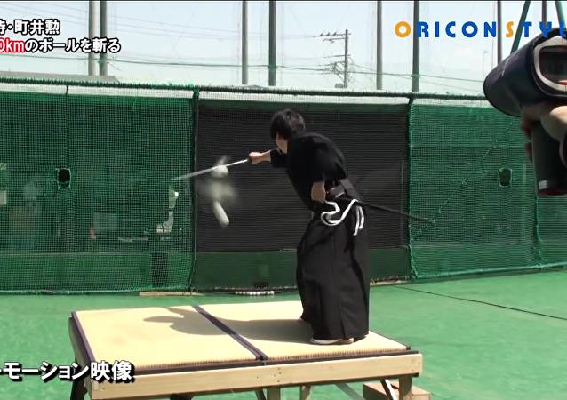 Un samurái corta una pelota a 160 km/h