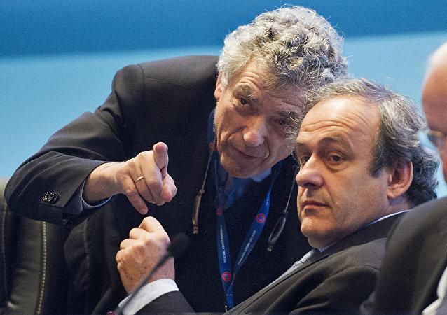 La cabeza visible de la UEFA, Ángel María Villar y el máximo representante de la UEFA, Michel Platini