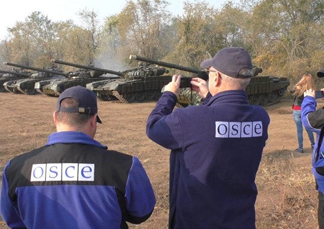 Milicias de Donbás retiran los T-72