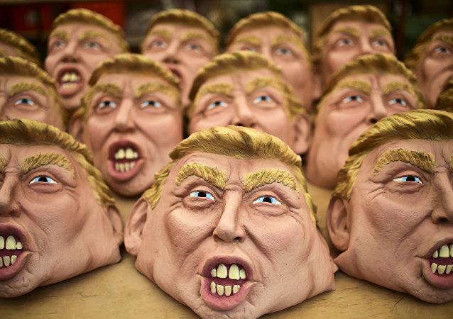 Máscaras de Donald Trump para la Noche de Brujas