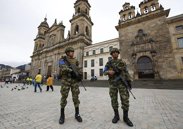 Soldados colombianos durante elecciones locales en Colombia