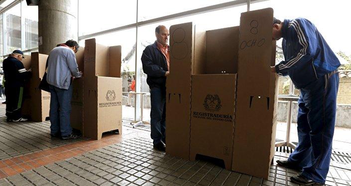 Colombia celebra las elecciones locales más pacíficas de las últimas décadas