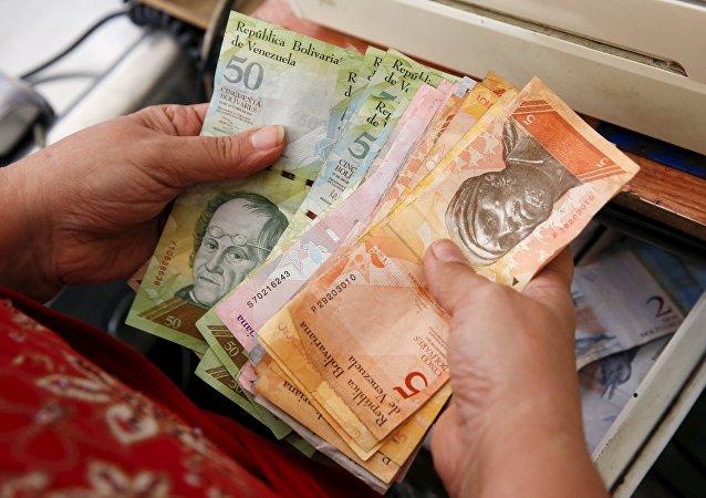 Сajera venezolana conto el dinero