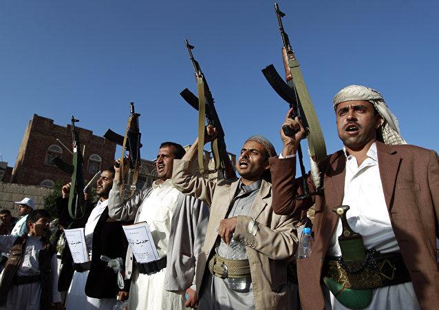 Rebeldes hutíes en Saná, la capital de Yemen (archivo)