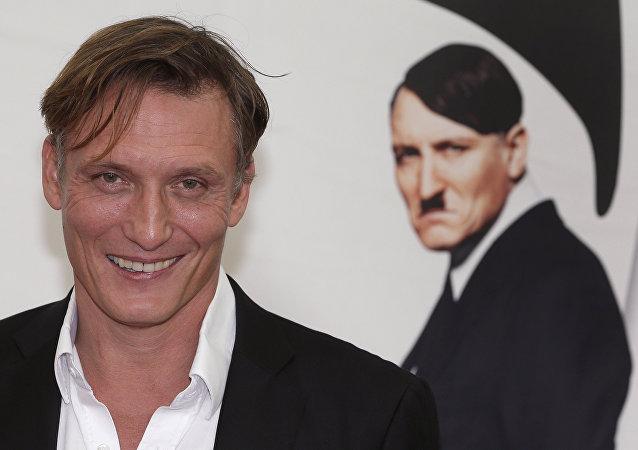 Actor Oliver Masucci quien interpretó el papel de Hitler en la película 'Ha vuelto' (Er ist wieder da)
