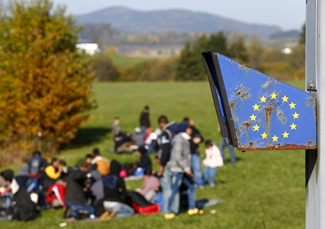 Refugiados llegan a la frontera entre Austria y Alemania