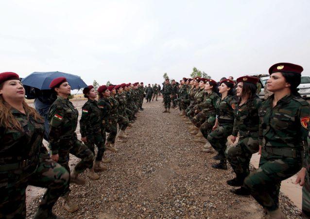 Las mujeres kurdas también combaten al Estado Islámico