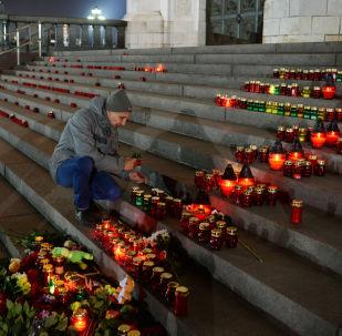Las velas en homenaje a las víctimas del atentado del A321 sobre el Sinaí