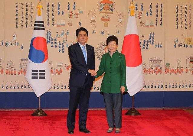 Primer ministro de Japón, Shinzo Abe y presidenta de Corea del Sur, Park Geun-hye