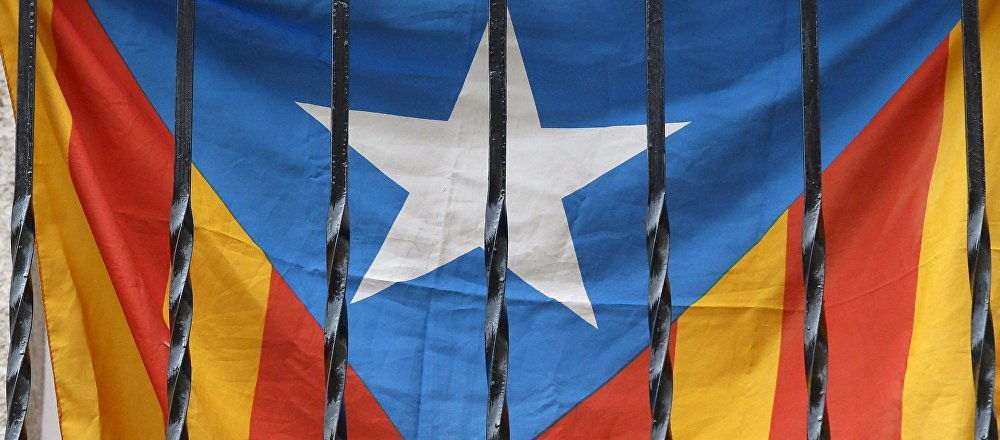 'Estelada', bandera de Cataluña en un balcón en Barcelona
