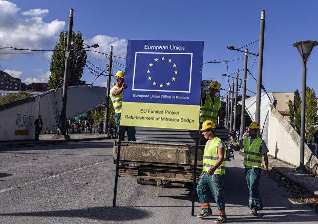 Logo de UE en Kosovo