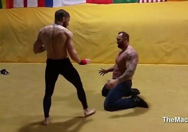 Conor McGregor vs 'La Montaña' de Juegos de tronos