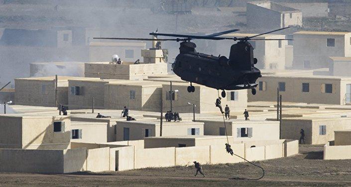 Las fuerzas de la OTAN participan en las más grandes maniobras en más de una decada militares en Zaragoza, España. El 4 de noviembre del 2015.