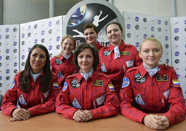 Miembras del simulacro de misión femenina a la Luna