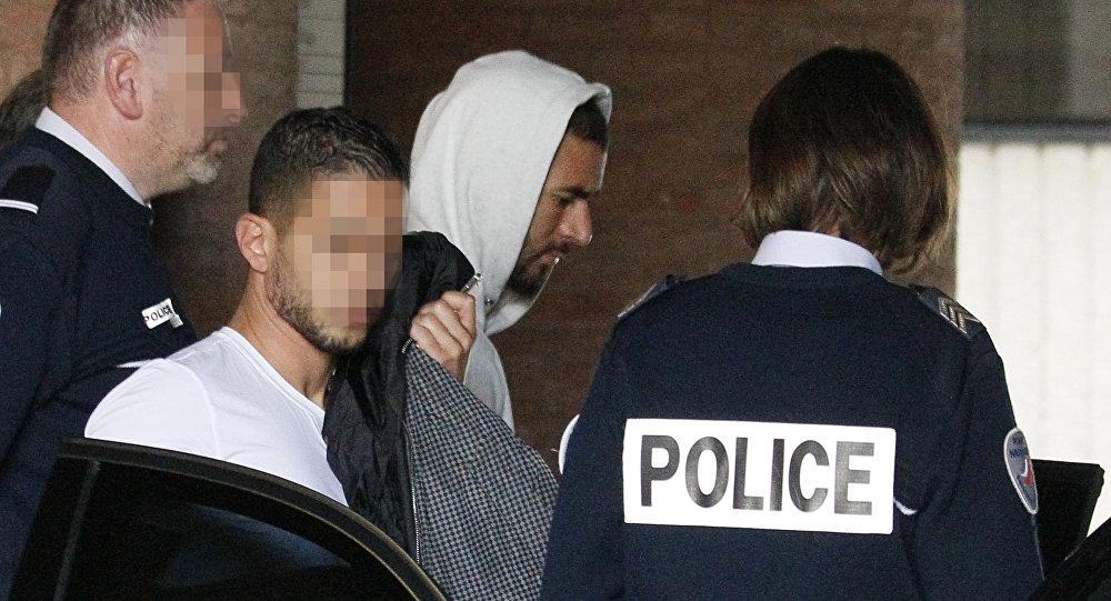 Jugador del FC Real Madrid Karim Benzema sale del tribunal de Versalles, Francia