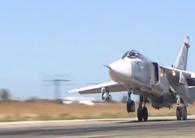 Cómo un Su-24 arroja una bomba en Siria