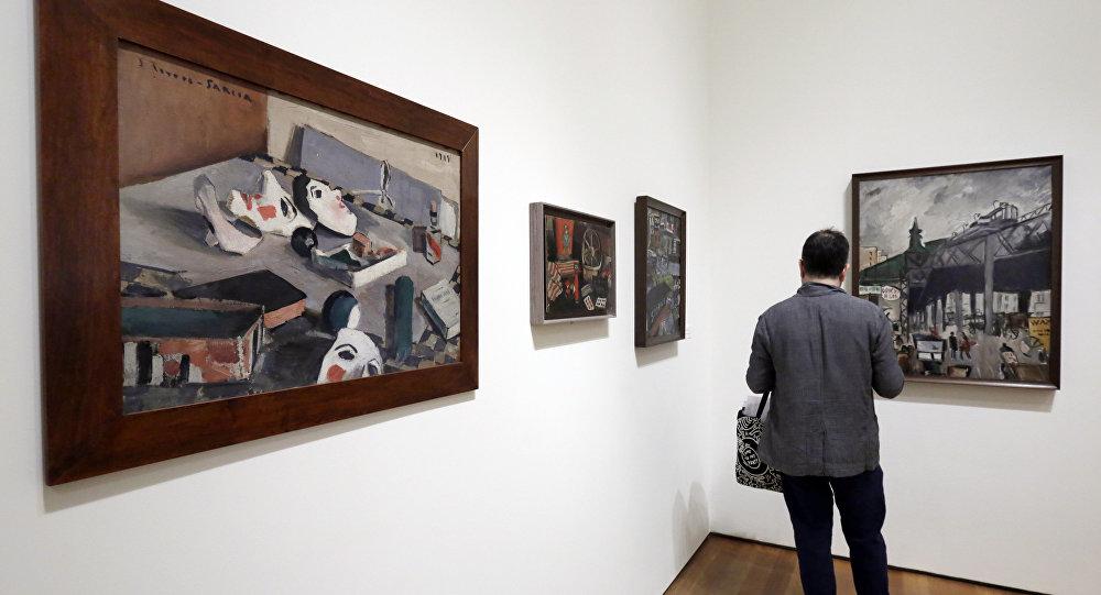 Obras del pintor uruguayo Joaquín Torres García en una exposición en el Museo de Arte Moderno de Nueva York
