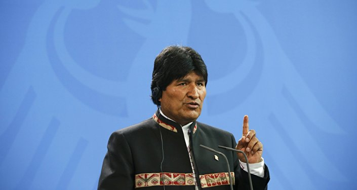 El presidente de Bolivia Evo Morales se dirige en la conferencia de prensa con la cancillera alemana Angela Merkel en Berlín, Alemania