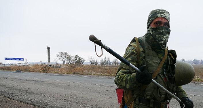 Un milicia del este de Ucrania