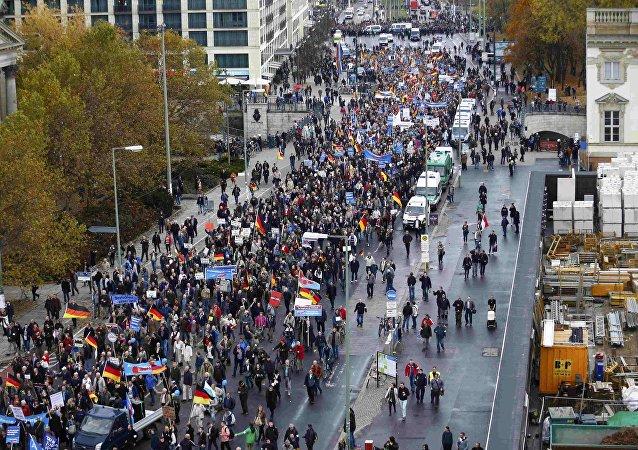 Partidarios del AfD se manifestan contra la política del Gobierno alemán en la acogida de refugiados