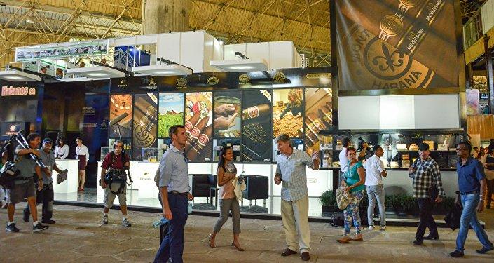 Visitantes en la Feria Internacional de La Habana (FIHAV) - archivo