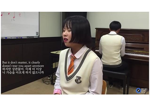 Colegiala coreana arrasa en la red con el nuevo tema de Adele
