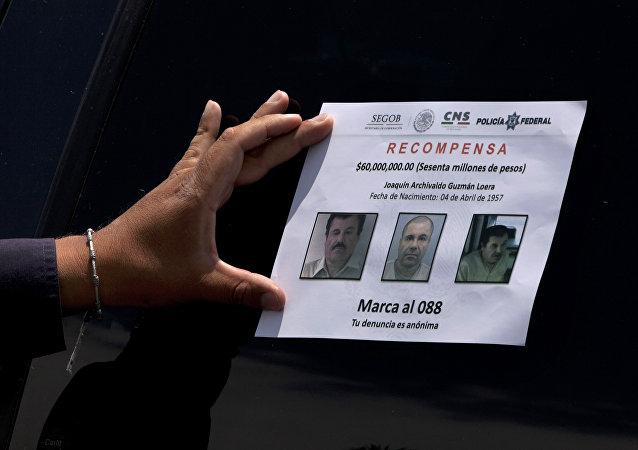 El folleto con fotos de Joaquín el 'Chapo' Guzmán
