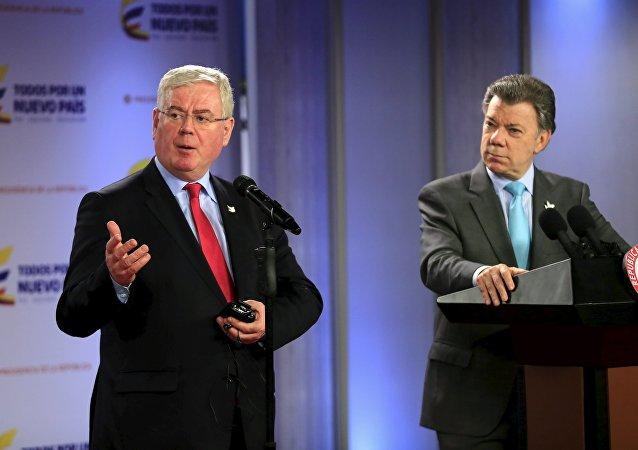 Eamon Gilmore, enviado especial de la UE para el proceso de paz en Colombia y Juan Manuel Santos, presidente de Colombia